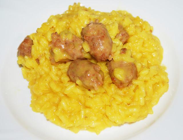 A tavola con elvezia risotto giallo con salsiccia - A tavola con guy ricette ...