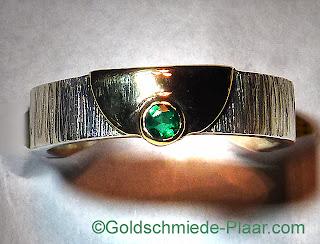 Silber-Ring mit Smaragd und Gelbgold