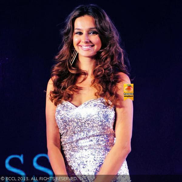 shibani dandekar beautiful pics cute marathi actresses
