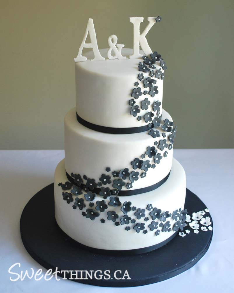 SweetThings Black White Wedding Cake