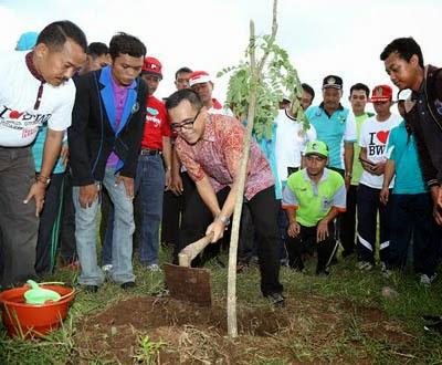 Banyuwangi juara 1 penanaman satu miliar pohon se jatim.