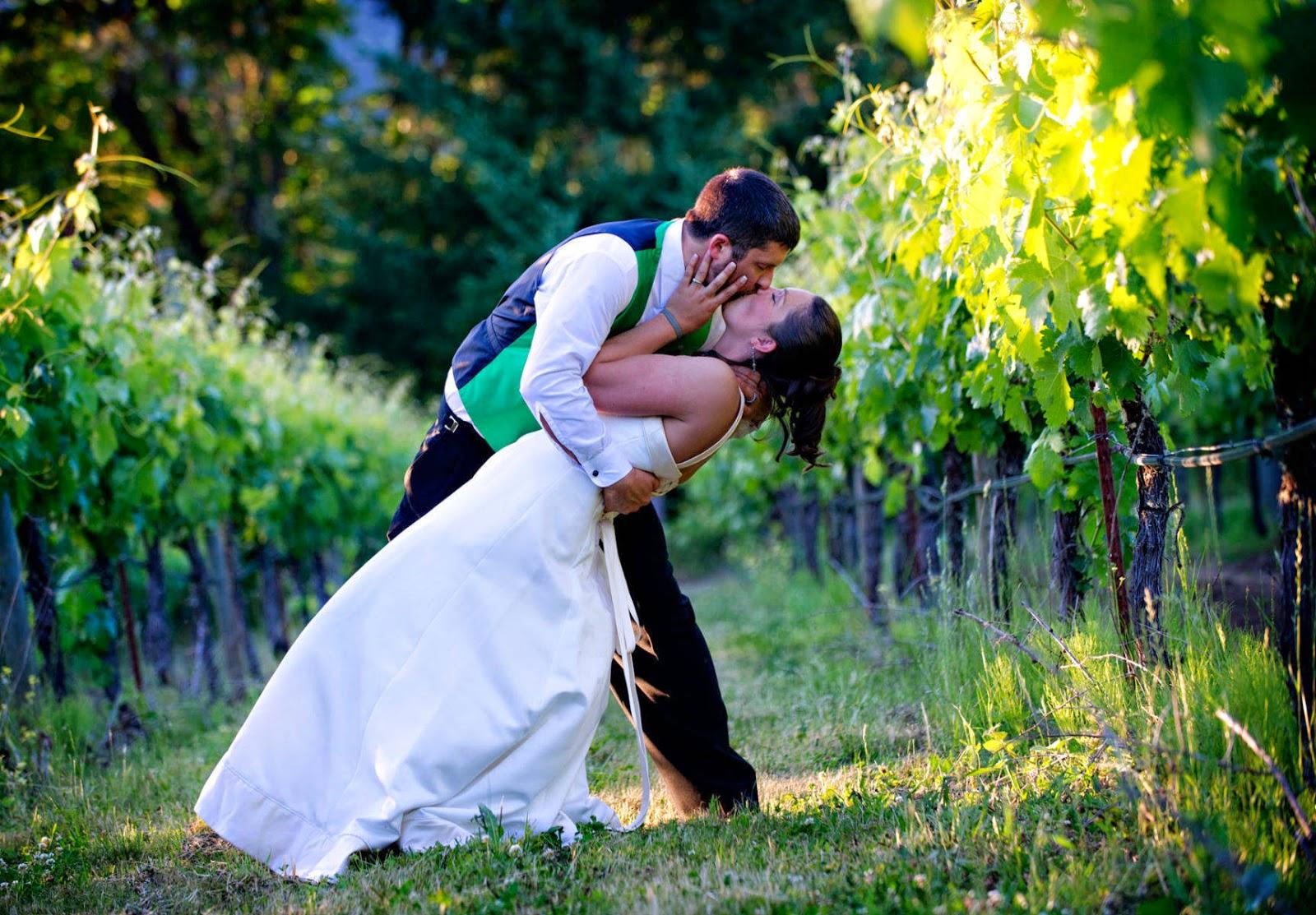 Romantic kiss - Romantic wedding wallpaper