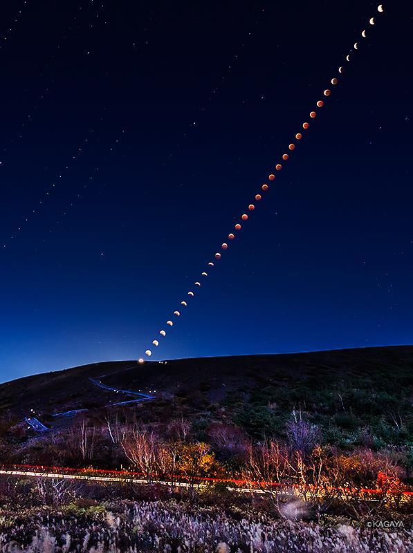 Nguyệt thực toàn phần và các ngôi sao trên bầu trời buổi tối tuyệt đẹp ở Nhật Bản. Tác giả : Họa sĩ  Kagaya Yutaka.
