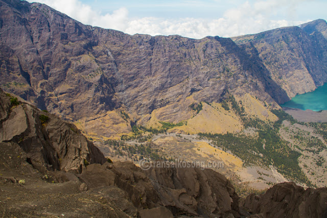 Mount Rinjani; Gunung Rinjani; Volcano; Treking to Rinjani; Rinjani Photos; Segara Anak Lake; Danau Segara Anak; Sasak Tribe; Mendaki Gunung Rinjani; Lombok; Nusa Tenggara; Rinjani Base Camp; Taman Nasional Gunung Rinjani; Mount Rinjani National Park; Sembalun Trek; Senaru Trek; Rinjani Trek Management Board; Porter Rinjani; Jalur Senaru; Jalur Sembalun; Treking to Rinjani; Hike to Rinjani; Pemandangan Rinjani; foto Rinjani; Jalur Pendakian Gunung Rinjani; Savana; Cemara; Gunung Api; Volcano; Rute pendakian rinjani; Puncak Rinjani; Vegetasi Rinjani; Nusa Tenggara Barat; Titik Tertinggi; Lombok Guide; Guide to Hike Rinjani; Puncak Anjani; Dewi Anjani; Plawangan Sembalun; Plawangan Senaru; Tengengean; Forest; Lake; Hutan; Hill; Bukit; Camp Site; Fishing; Memancing; Landscape Rinjani; Stone; Batu; Indonesia Volcano; Place to Visit In Indonesia; Mataram; Mountain Photos; Volcanoes Photo; Indonesia Photography; Travel Photography; Best Indonesia Photos