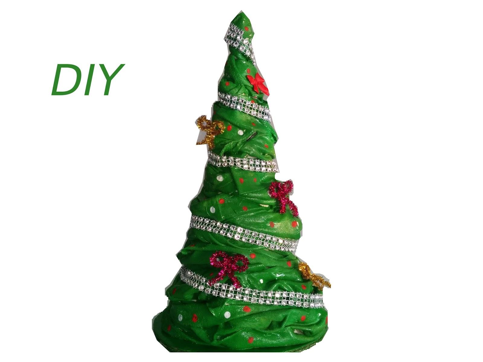 Manualidades con mis manitas arbol navide o echo con tela - Arbol de navidad de tela ...