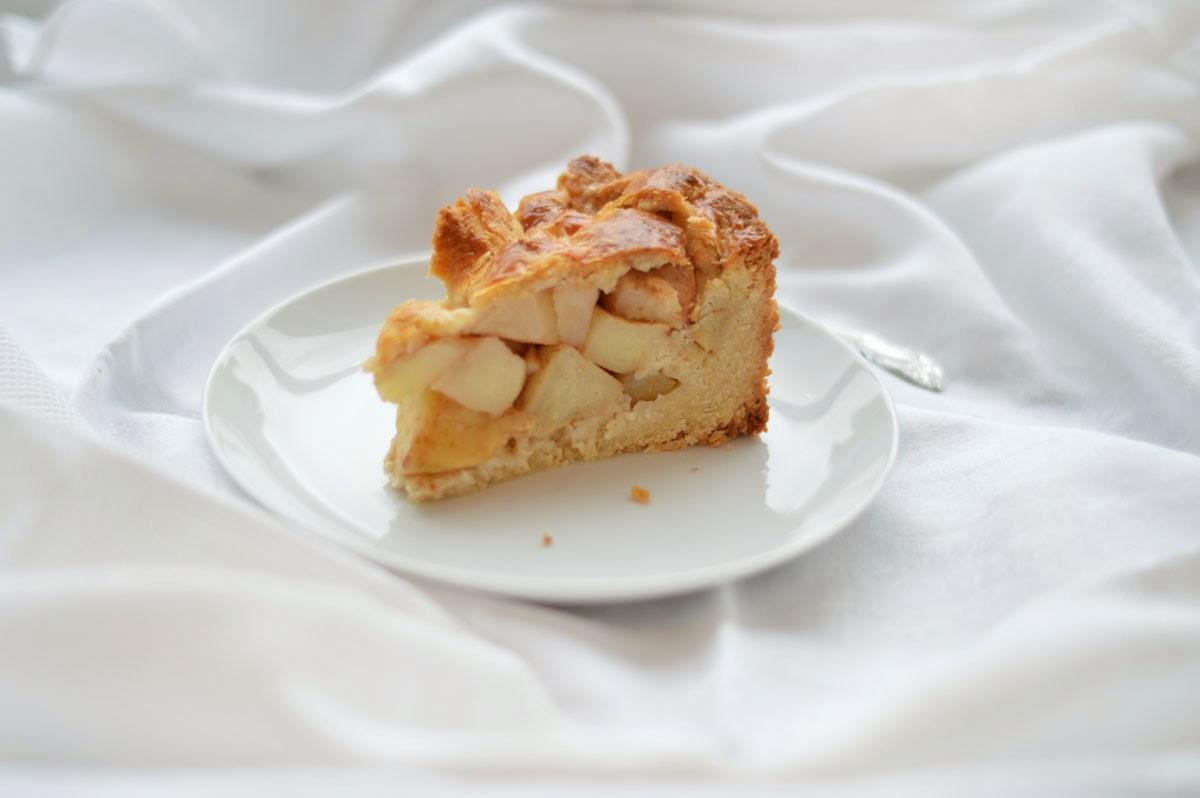 appeltaart   a dutch apple pie   fork and flower