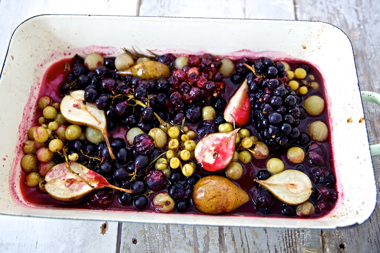 Ofengeröstete Weintrauben mit Birnen und Rosmarin