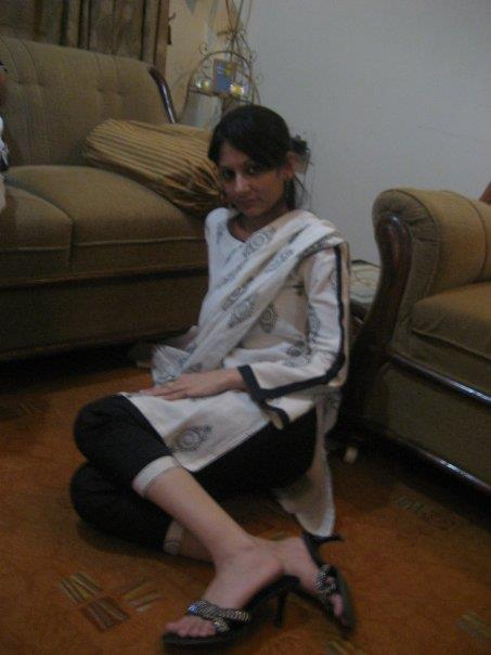 desi and sexy indian and pakistani girls in shalwar kameez