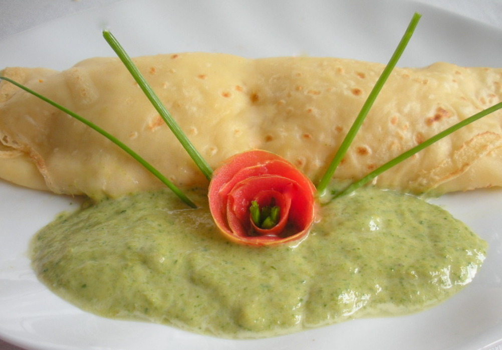 Aqu se cocina creps de pollo con salsa de esp rragos verdes for Como cocinar crepes