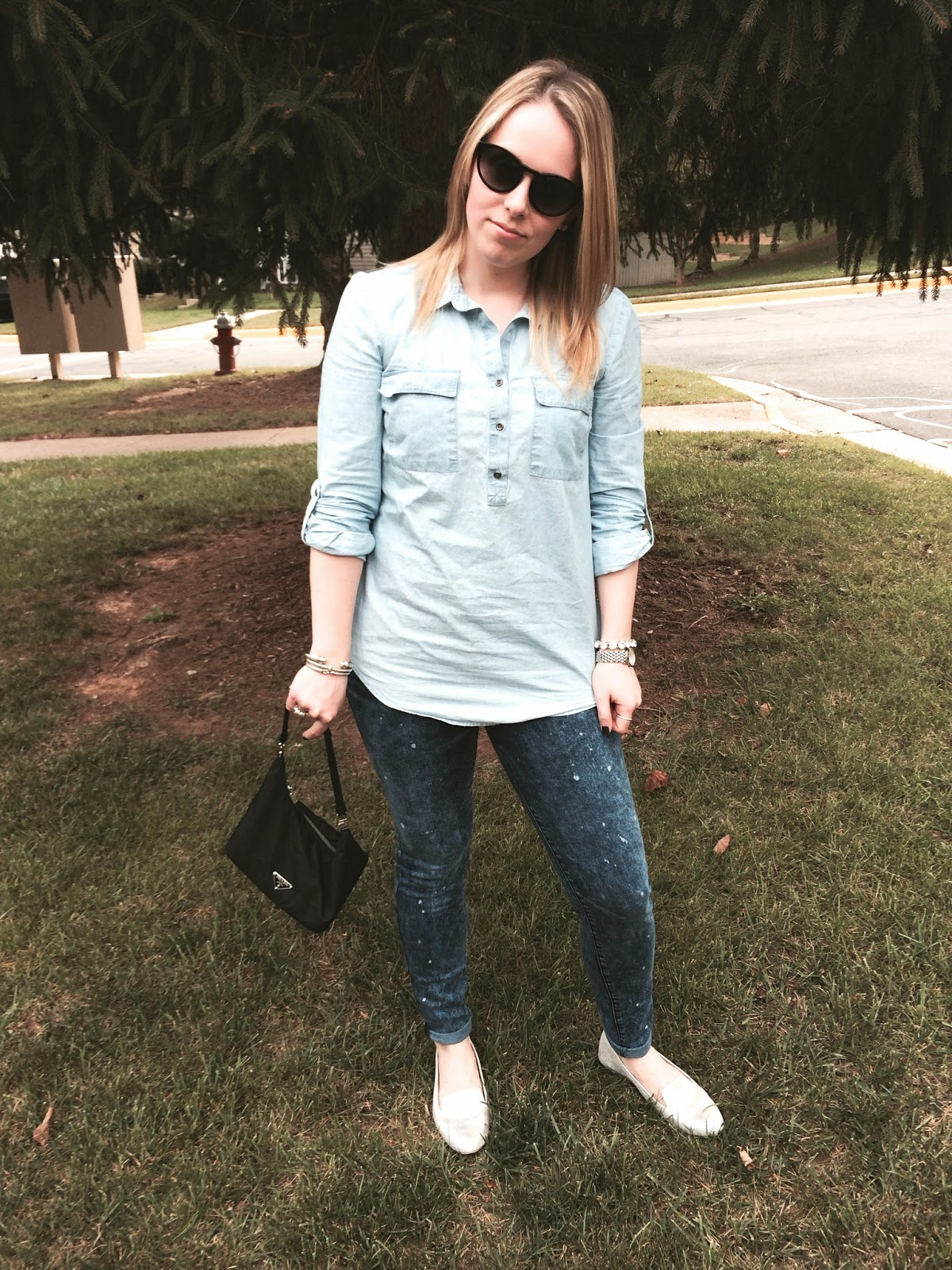 chambray-top-with-jeans