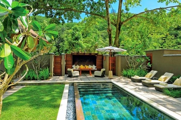 Immobilier: Décoration autour de la piscine