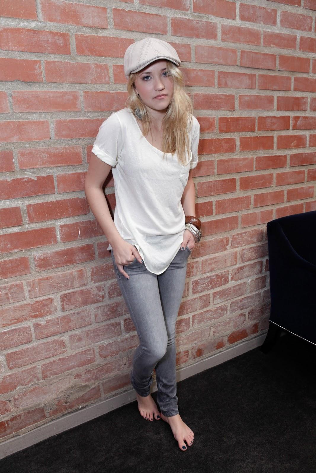 Osment feet emily Actresse Emily