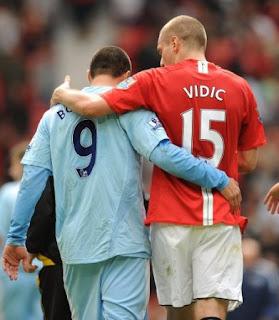 Los Manchester mandan en la Liga Inglesa