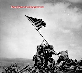 Foto-foto Bersejarah di Dunia - Pengibaran Bendera di Iwo Jima