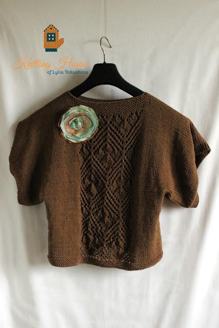 пончо, вязаное пончо, пуловер, вязаный пуловер, пуловер спицами, пуловер вязаный спицами, разлетайка вязаная, брошь