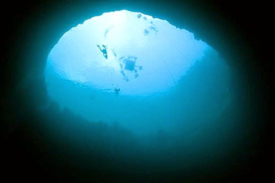 Buraco Azul Triângulo das Bermudas