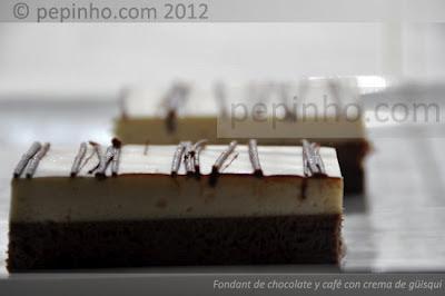 Fondant de chocolate y café con chantilly a la crema de güisqui