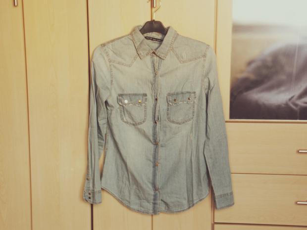 Jasna, jeans'owa koszula