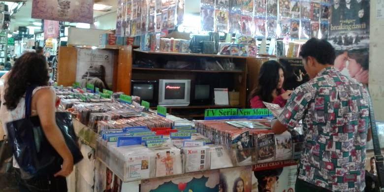 Maraknya Peredaran VCD dan DVD Bajakan Bebas di Batam