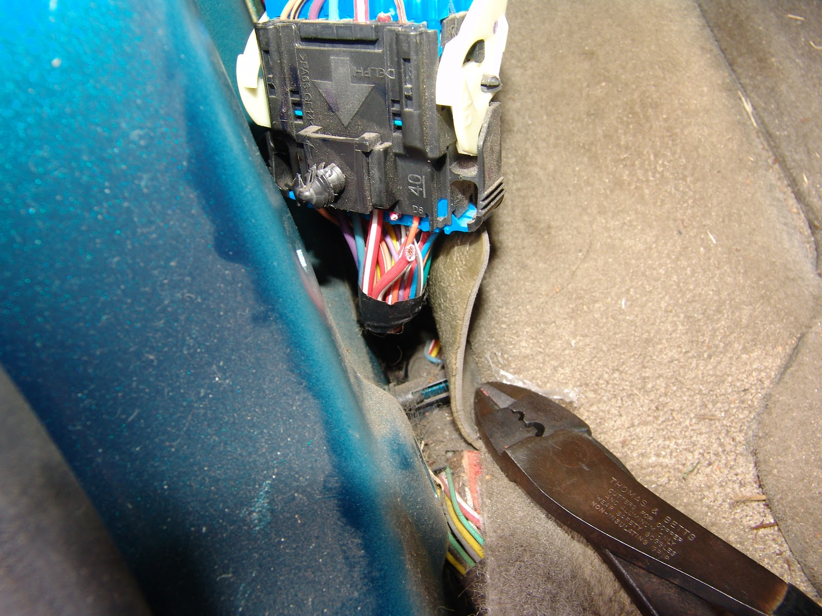 Hyundai Blower Motor Relay additionally Chevy Terrain Battery Location in addition Bmw Wiring Diagram For Headlights as well Chevrolet Wire Harness Clips additionally Blower Motor Resistor Equinox. on 2006 chevrolet equinox blower erratic