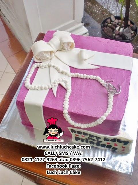Kue Tart Bentuk Kado Daerah Surabaya - Sidoarjo