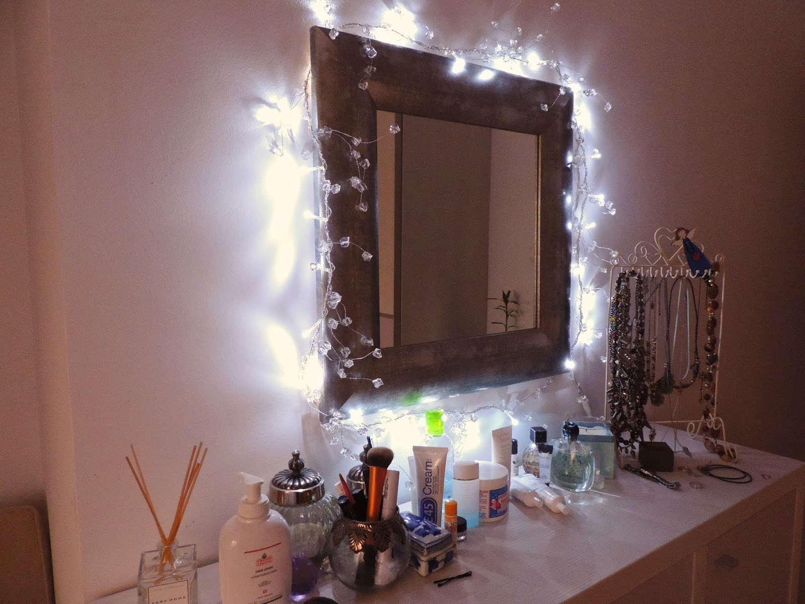 room decorating with fairy lights
