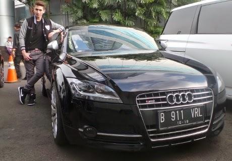 Foto Verrell dan Mobilnya