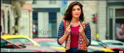 Still from Dilwale : Hot Kriti Sanon in Blue and Red Kurti