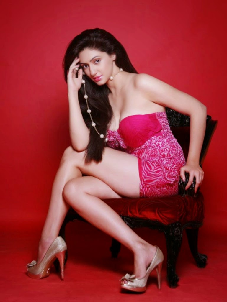 Bollywood Actress Reyhna Malhotra Spicy Stills