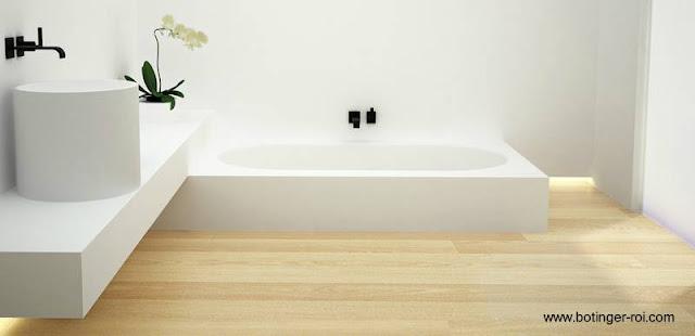 Diseño de baño moderno Minimalista con piso de madera natural