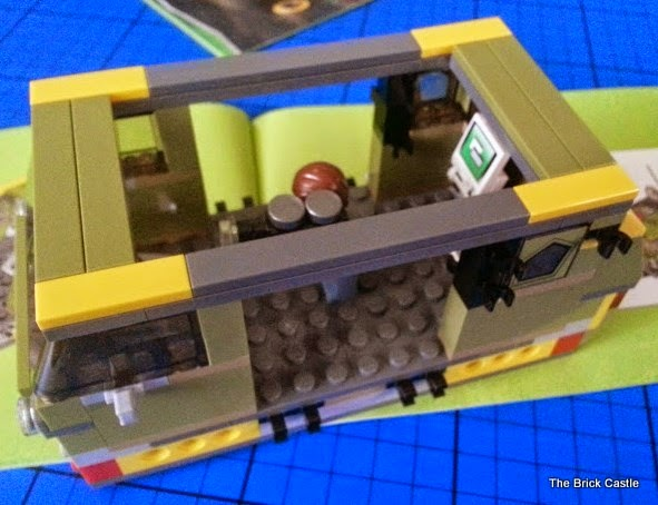 LEGO TMNT Turtle Van Takedown Set 79115 Review vehicle build roof struts on