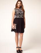 Modelo de vestido preto com top de renda (vestido preto )