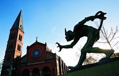 Trold der vejrer kristenblod - ved Jesuskirken i Valby