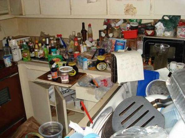 Crees que tu casa est desordenada mira estas fotos y tranquil zate - Como limpiar una casa muy sucia ...