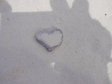 Et helt natulig hjerte i sanden.PÅ DEN FINESTE ØYA JEG HVET OM, RACHA.