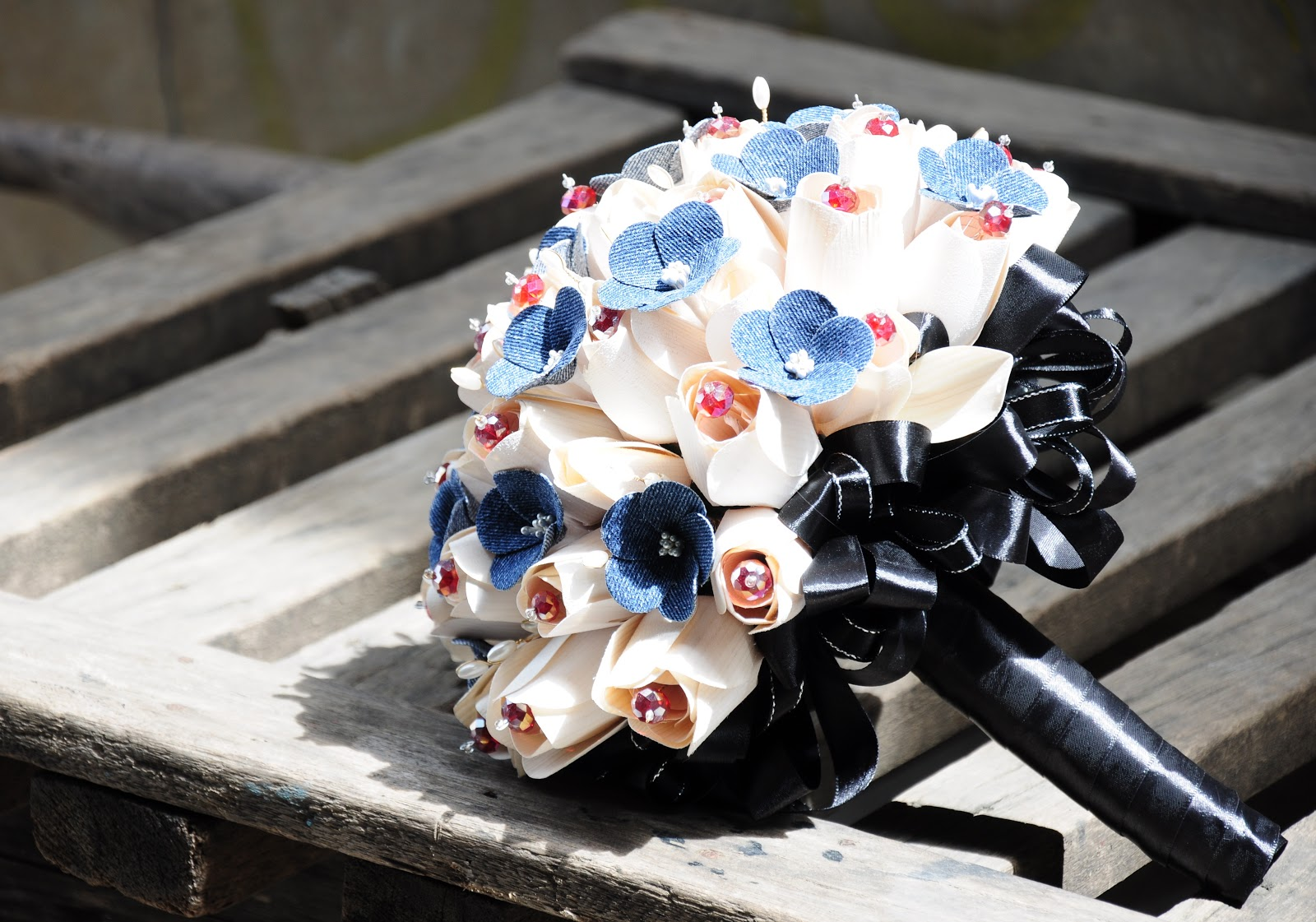 Denim and Red Wedding: Bouquets and Accessories Made of Denim ...