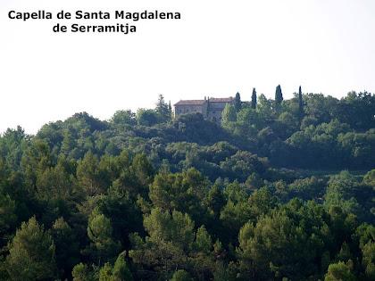 La capella de Santa Magdalena de Serramitja des del Solà de Sabruneta