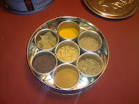 spice box arrangement, showing 7 spices