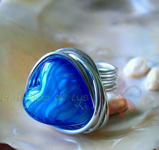 Anillo aluminio plateado y corazón de cristal