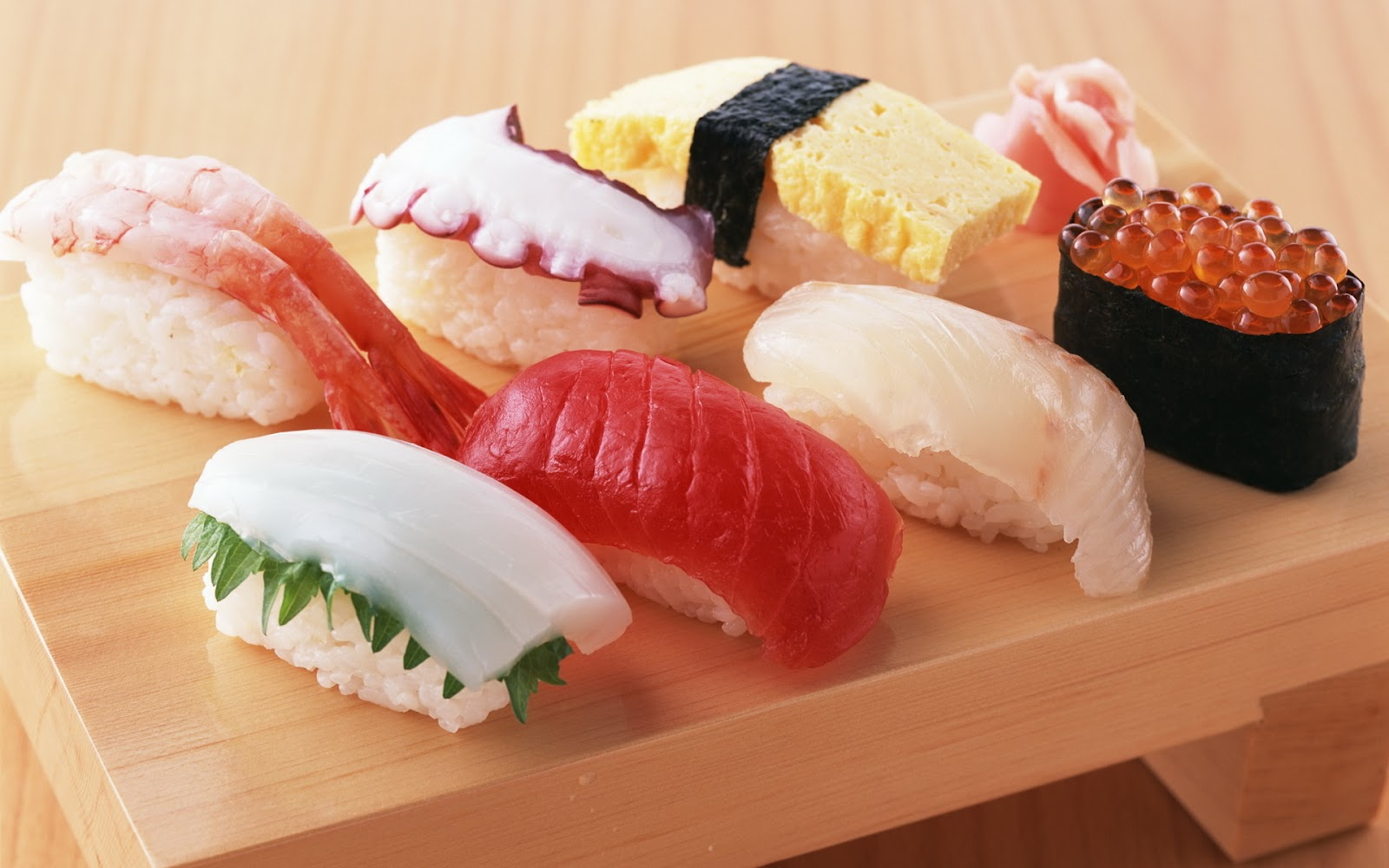 http://2.bp.blogspot.com/-maYCN6Yvx5E/T0Sylq_OWfI/AAAAAAAABxY/TZ-RRQevltA/s1600/food-japanese-food-seafood-sushi-sushi-shrimp-squid-red-caviar-rice-ginger.jpg
