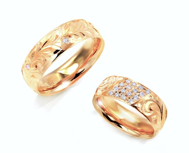 お客様持込のダイヤモンドを使ってセミオーダーで作成した手彫りで模様を彫ったハワイアンリング風のマリッジリング2本の写真
