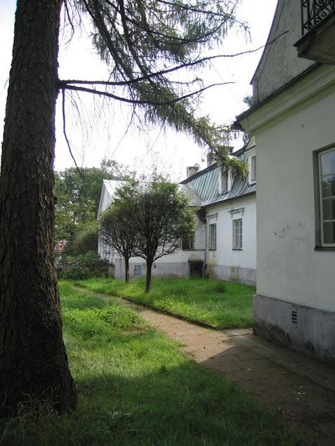 Dwór w Mogilanach