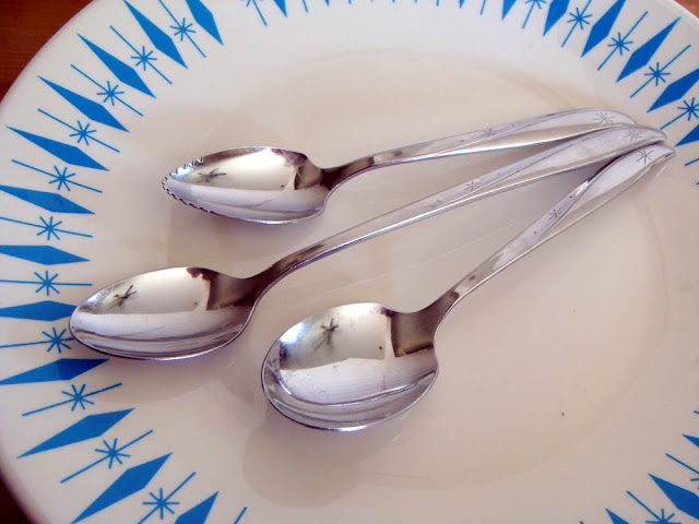 Oneida Twin Star Spoons via The Sunshine Grove