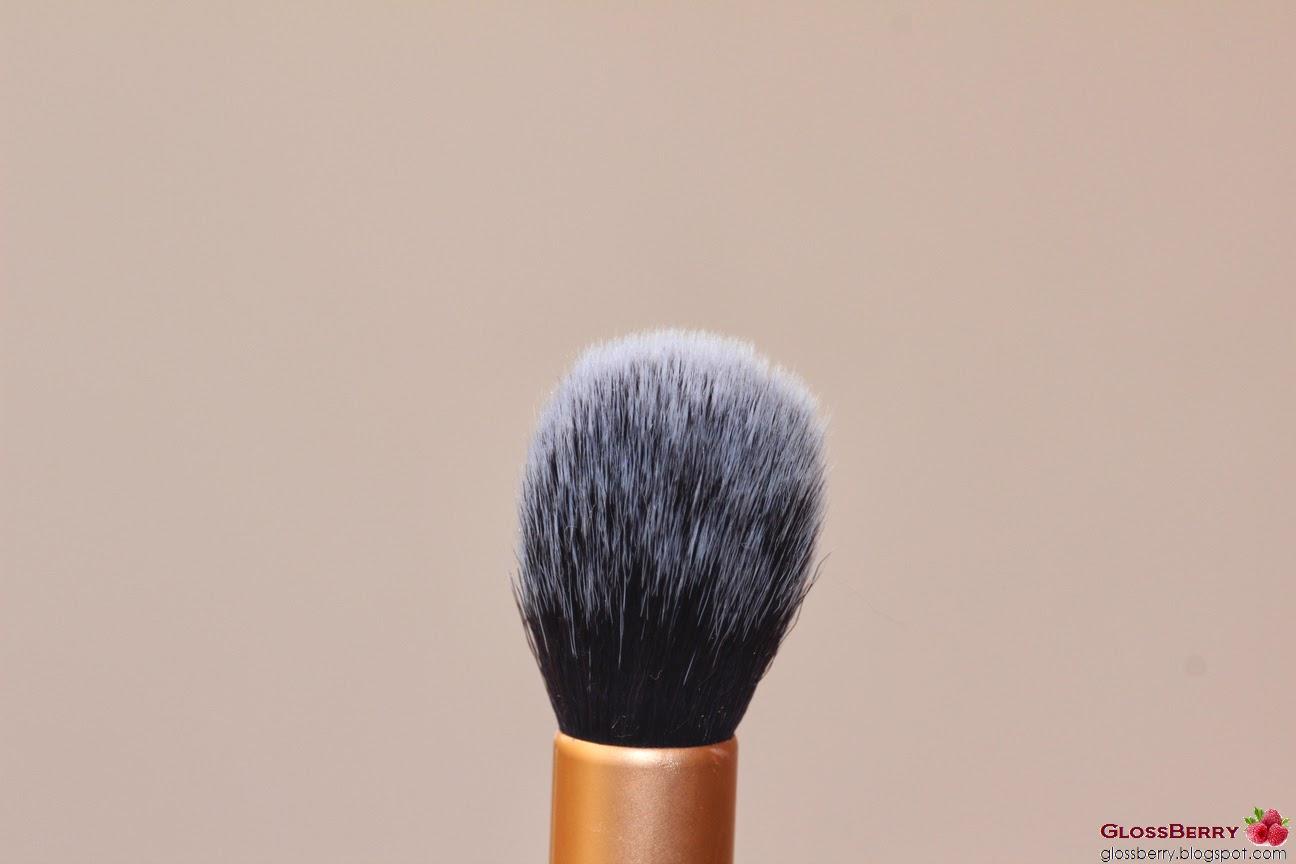 מברשת סומק ברונזר היילטר ריל טכניקס real techniques highlighter bronzing brush
