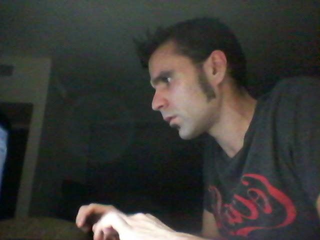 Ignacio Bellido trabajando en uno de sus textos