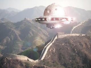 BASE ALIENÍGENA EN LA GRAN PIRÁMIDE DE CHINA  Tourists_at_the_great_wall