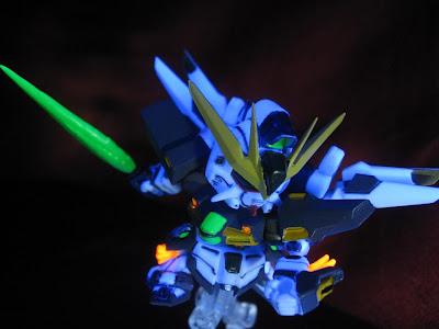 ガンダムDX@Next21 / 蛍光塗装とブラックライト撮影