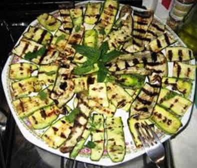 I segreti per cucinare bene zucchine grigliate al fior di menta - Cucinare le zucchine in modo dietetico ...