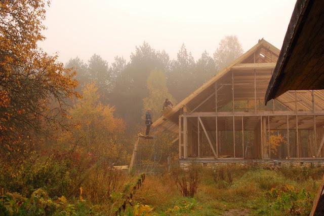 Konstrukcja-drewniana-domu-z gliny