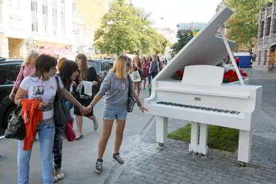 Фото Укринформ: рояль-клумба